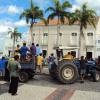 Agricultores protestam em frente a prefeitura de Quixeramobim