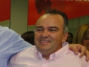 http://www.monolitospost.com/wp-content/uploads/2012/12/Prefeito-de-milh%C3%A3-300x227.jpg