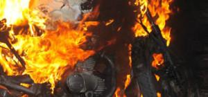 moto-incendiada