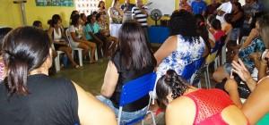 Reunião tensa na escola da comunidade