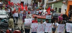 Professores realizam manifestação pelas ruas de Aratuba