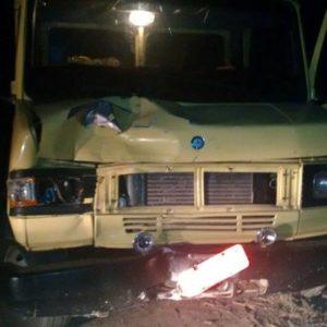 Caminhão ficou com a frente destruída com o impacto (Foto: C4 Notícias)