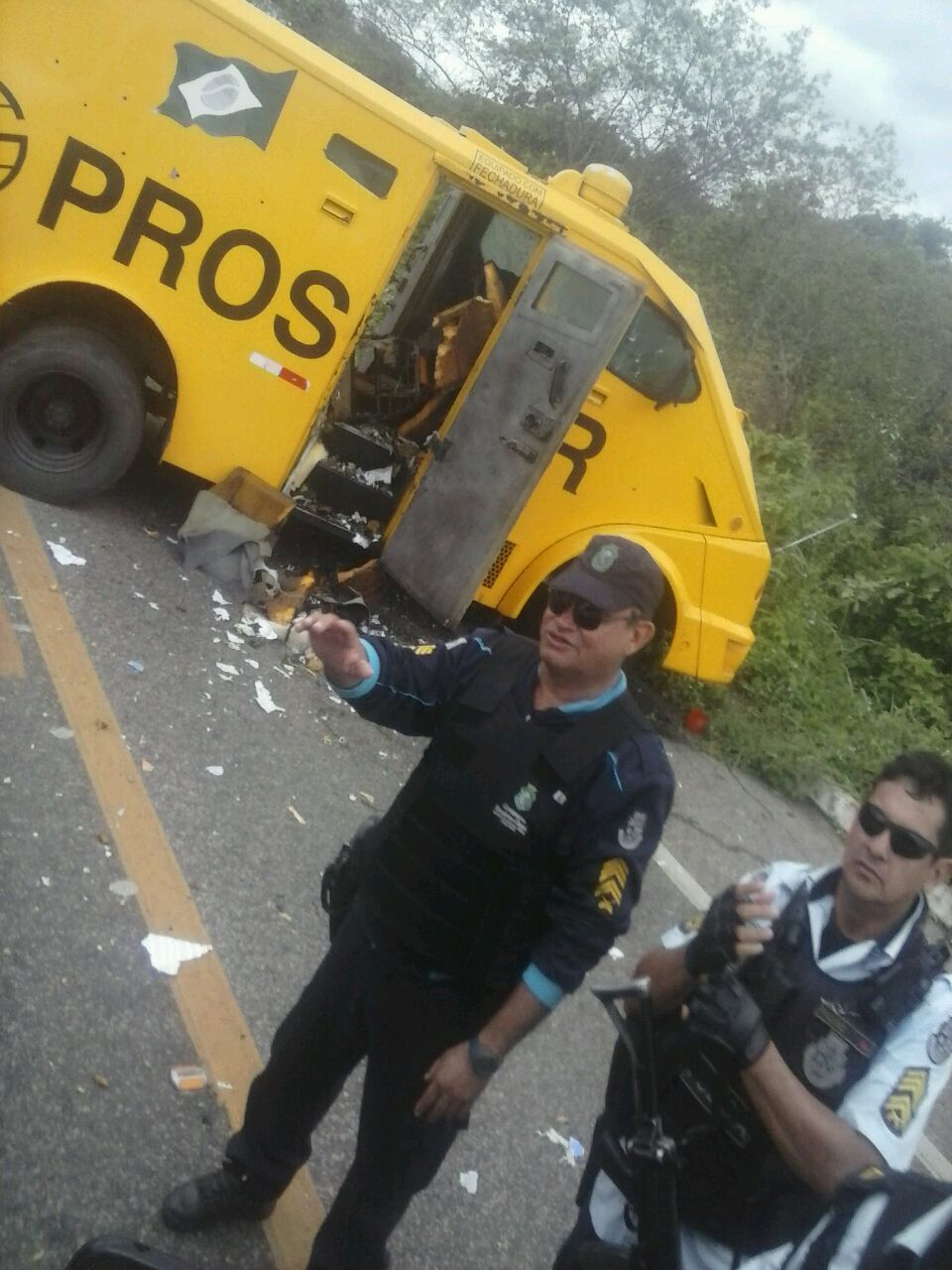 IBARETAMA: Bando fortemente armado ataca carro forte no Sertão Central