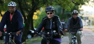 RS - DILMA/PORTO ALEGRE - POLÍTICA - A presidente afastada Dilma Rousseff (PT), que está em Porto Alegre desde a noite de   ontem (13), anda de bicicleta pela orla do Guaíba, entre a zona sul e a região central da   capital gaúcha, na manhã deste sábado (14).   14/05/2016 - Foto: TADEU VILANI/Agência RBS/ESTADÃO CONTEÚDO