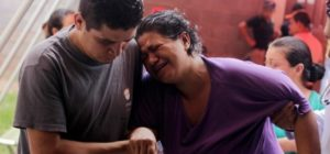 A woman showing chikungunya-like fever symptoms is helped by a doctor and a man at a health centre in Villa San Francisco on the outskirts of Tegucigalpa October 2, 2014. Honduras' Minister of Social Development Lisandro Rosales said on Thursday there are already more than 400 people with possible symptoms of the painful mosquito-borne viral disease chikungunya in Villa San Francisco, and urged residents to stay inside the village, according to local media.    REUTERS/Jorge Cabrera (HONDURAS - Tags: HEALTH SOCIETY POLITICS) - RTR48RC2