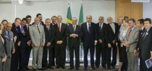 Brasília - O presidente interino Michel Temer se reúne com representantes da Confederação Nacional de Municípios (CNM), no Palácio do Planalto. (Marcelo Camargo/Agência Brasil)