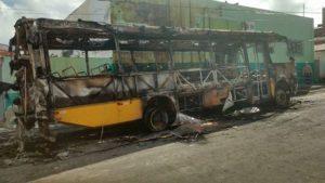 onibus-escolar-incendiado-em-itapiuna